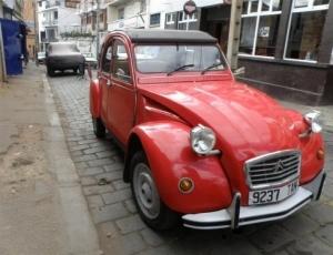 City tour by vintage car 2CV