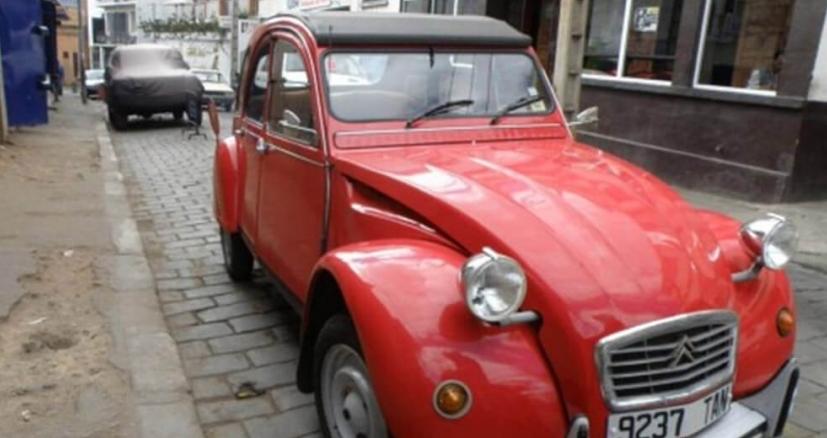 Tour de ville en voiture ancienne 2CV